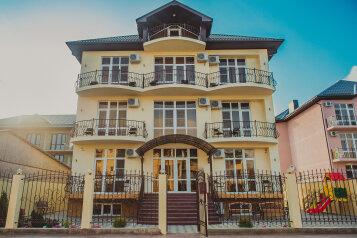 Гостевой дом , Лазурная улица, 23 на 14 номеров - Фотография 1