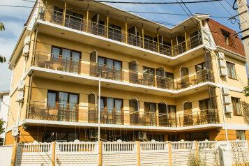 Гостевой дом , Садовая улица, 24 на 15 комнат - Фотография 1