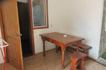 Отдельный 2-х комнатный домик на 6 чел. с кухней, 48 кв.м. на 6 человек, 2 спальни, улица Мартынова, 31, Морское - Фотография 4