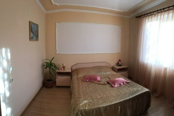 Отдельный 2-х комнатный домик на 6 чел. с кухней, 48 кв.м. на 6 человек, 2 спальни, улица Мартынова, 31, Морское - Фотография 1