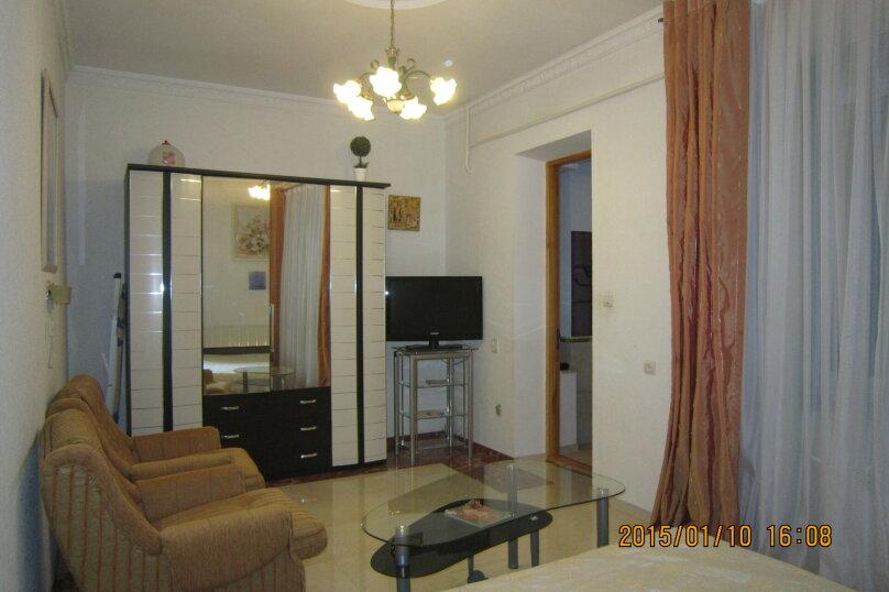 Первый этаж дома рядом с Набережной и пляжем!, 50 кв.м. на 4 человека, 2 спальни, Пальмиро Тольятти, 12, Ялта - Фотография 14