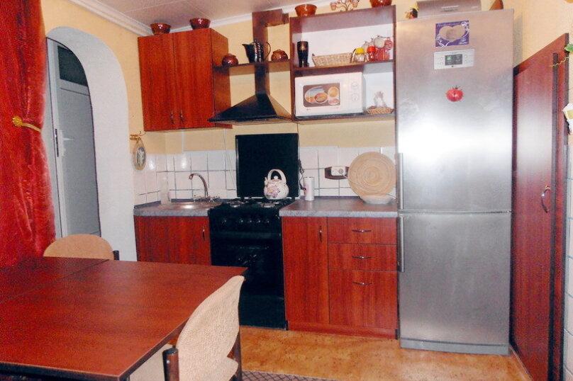Дом в общем дворе (квартира на земле), 36 кв.м. на 5 человек, 2 спальни, улица Мориса Тореза, 9, Евпатория - Фотография 2