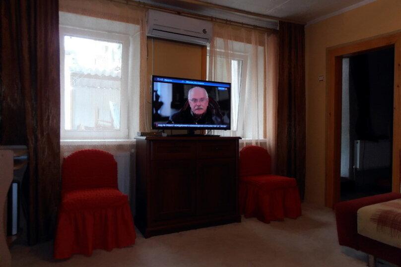 Дом в общем дворе (квартира на земле), 36 кв.м. на 5 человек, 2 спальни, улица Мориса Тореза, 9, Евпатория - Фотография 1