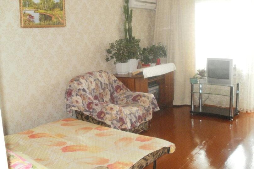 2-комн. квартира, 40 кв.м. на 4 человека, проспект Айвазовского, 4А, Феодосия - Фотография 2