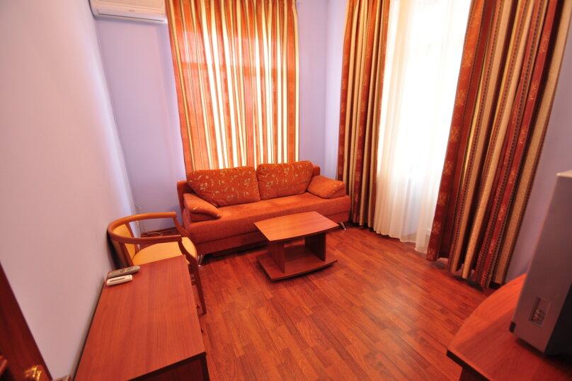 2-х комнатный 4-х местный Люкс на первом этаже без балкона, Санаторный проезд, 8, Витязево - Фотография 1