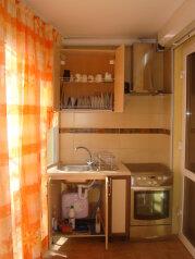 Апартаменты люкс двухкомнатные с кухней и двориком с выходом на море  в Алуште  п. Семидворье Крым, 63 кв.м. на 5 человек, 2 спальни, пер. Извилистый, 117, Семидворье - Фотография 4