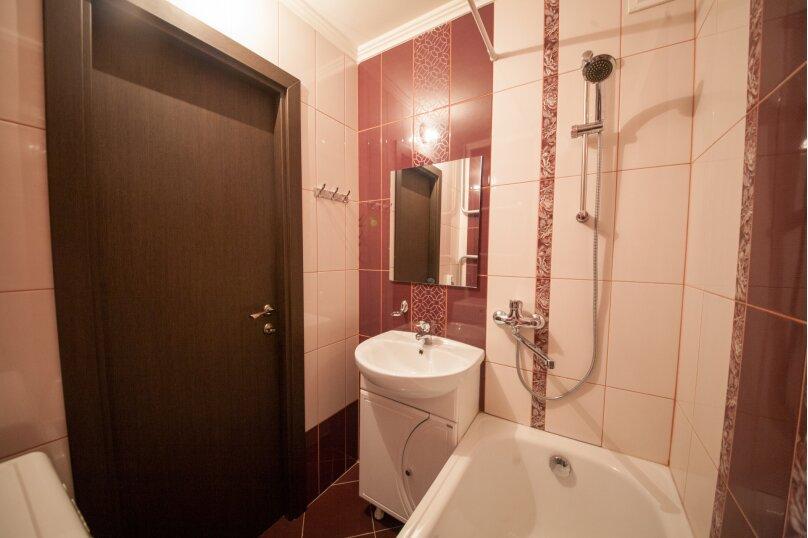 2-комн. квартира, 75 кв.м. на 4 человека, улица Батурина, 19, Красноярск - Фотография 3