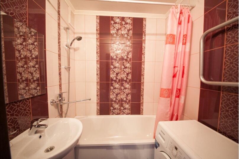 2-комн. квартира, 75 кв.м. на 4 человека, улица Батурина, 19, Красноярск - Фотография 4
