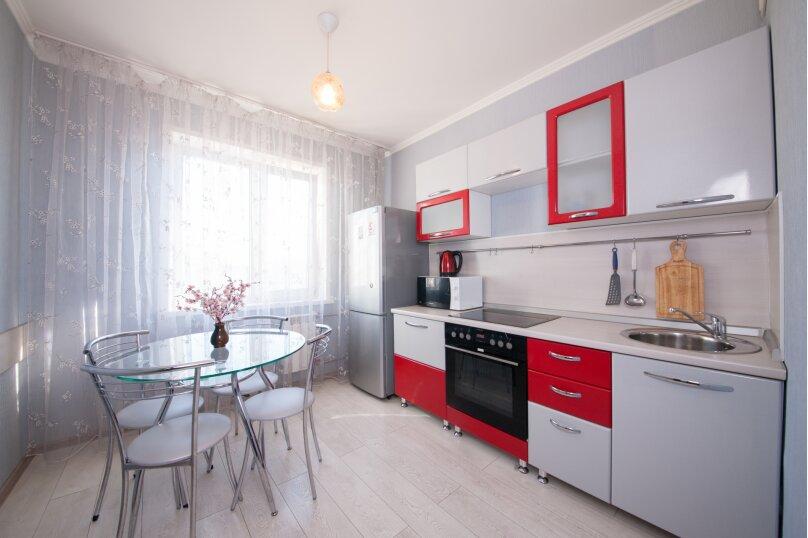 2-комн. квартира, 75 кв.м. на 4 человека, улица Батурина, 19, Красноярск - Фотография 17