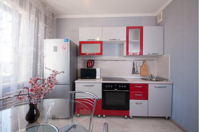 2-комн. квартира, 75 кв.м. на 4 человека, улица Батурина, 19, Красноярск - Фотография 18