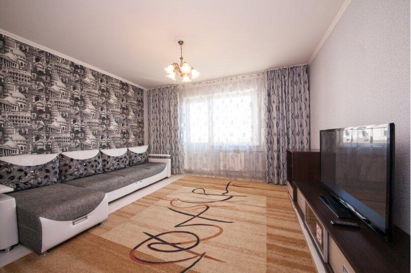 2-комн. квартира, 75 кв.м. на 4 человека, улица Батурина, 19, Красноярск - Фотография 1