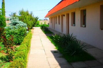 Гостиничные комнаты в частном дворе п. Заозерное, Зелёная улица, 18 на 5 номеров - Фотография 1