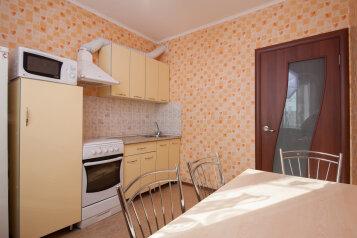 2-комн. квартира, 68 кв.м. на 4 человека, улица Алексеева, 109, Красноярск - Фотография 4