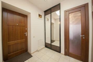 2-комн. квартира, 57 кв.м. на 2 человека, улица Дубровинского, 104, Красноярск - Фотография 2