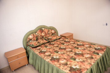 2-комн. квартира, 66 кв.м. на 5 человек, Промышленная улица, 11, Ханты-Мансийск - Фотография 1
