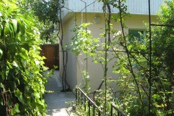 Капитальный двухкомнатный домик для отдыха, 48 кв.м. на 4 человека, 2 спальни, улица Спендиарова, 14, Ялта - Фотография 1