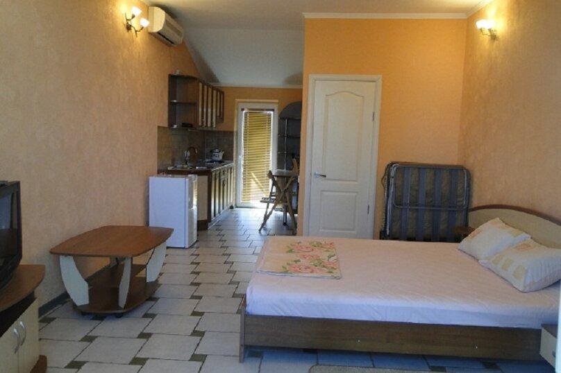 Номер-студия в частном коттедже, под ключ, на 2-3 чел., 36 кв.м. на 2 человека, 1 спальня, Таврическая, 40, Алушта - Фотография 1