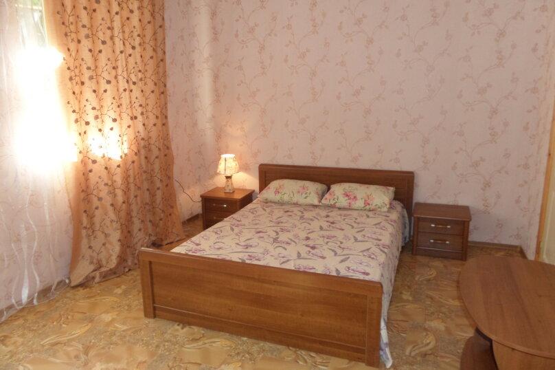 Номер со всеми  удобствами на 1 этаже №1, улица Айвазовского, 7, Коктебель - Фотография 1