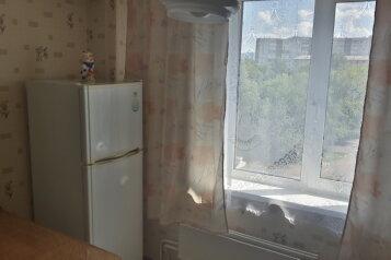 1-комн. квартира, 36 кв.м. на 3 человека, улица Менжинского, 18, Красноярск - Фотография 4