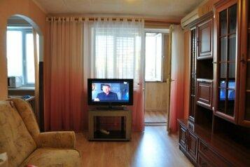 2-комн. квартира, 50 кв.м. на 5 человек, улица Ерошенко, 8, Севастополь - Фотография 1