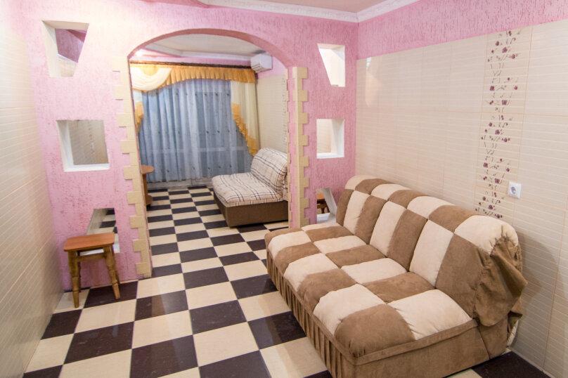 однокомнатный люкс с видом на море на первом этаже, Черноморская набережная, 38, Феодосия - Фотография 1