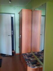 2-комн. квартира, 70 кв.м. на 10 человек, улица Ломоносова, 61, Новосибирск - Фотография 2