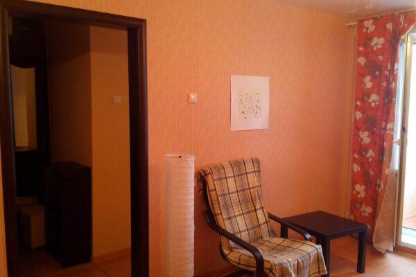 1-комн. квартира, 32 кв.м. на 5 человек, Линейная улица, 33/1, Новосибирск - Фотография 1