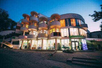 Гостиница, улица Назукина, 9 на 5 номеров - Фотография 1