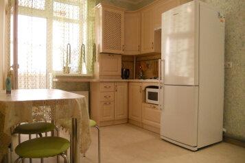 1-комн. квартира, 42 кв.м. на 3 человека, улица Челнокова, 12, Севастополь - Фотография 1