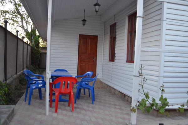 Дом, 70 кв.м. на 8 человек, 2 спальни, Октябрьская улица, 20, Ейск - Фотография 1