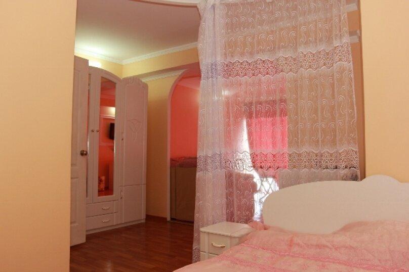 Апартаменты-студио двухкомнатные с видом на море, улица Парниковая, 2, село Приветное - Фотография 1