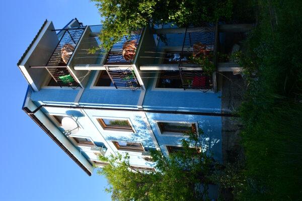 Новый 3 комнатный дом класса комфорт вместимостью до 12 человек, 150 кв.м. на 12 человек, 3 спальни, Кореизское шоссе, 12б, Мисхор - Фотография 1