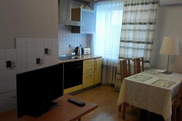 2-комн. квартира, 52 кв.м. на 4 человека, улица Орджоникидзе, Центральный район, Новосибирск - Фотография 2