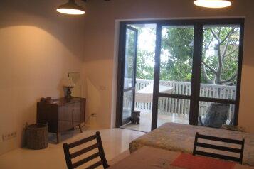 Новый дом, 2й этаж, 1-ком студии с террасой, 50 кв.м. на 4 человека, 1 спальня, улица Водовозовых, Ялта - Фотография 2