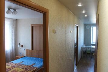3-комн. квартира, 64 кв.м. на 7 человек, Октябрьский проспект, Петрозаводск - Фотография 1