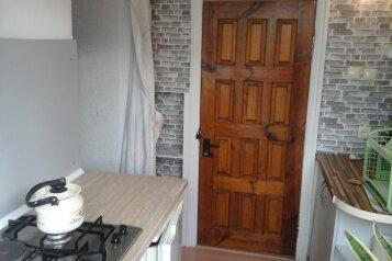 Дом из 2х комнат, 55 кв.м. на 8 человек, 1 спальня, улица Вити Коробкова, Евпатория - Фотография 2