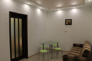 Дом из 2х комнат, 55 кв.м. на 8 человек, 1 спальня, улица Вити Коробкова, Евпатория - Фотография 1