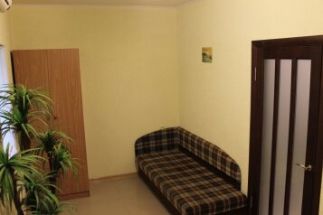 Дом из 2х комнат, 55 кв.м. на 7 человек, 1 спальня, улица Вити Коробкова, 46, Евпатория - Фотография 3
