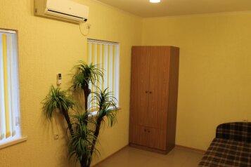 Дом из 2х комнат, 55 кв.м. на 7 человек, 1 спальня, улица Вити Коробкова, 46, Евпатория - Фотография 4