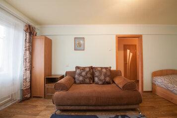1-комн. квартира, 34 кв.м. на 4 человека, Копылова, 72, Красноярск - Фотография 1