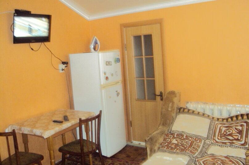 2-х комнатный номер, улица Маяковского, 45А, Феодосия - Фотография 1