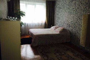 2-комн. квартира, 50 кв.м. на 4 человека, улица Грибоедова, Центр, Геленджик - Фотография 1