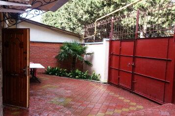 Дом, 70 кв.м. на 9 человек, 3 спальни, Красноармейский переулок, 7, Алушта - Фотография 1