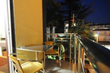 """Гостиница """"Ширак"""", улица Циолковского, 9/2 на 22 комнаты - Фотография 1"""
