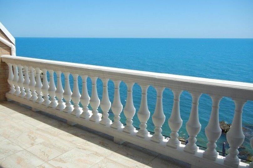 Двухэтажный пентхаус с двумя террасами, в 10 метрах от моря, улица Ленина, 35 на 2 номера - Фотография 1