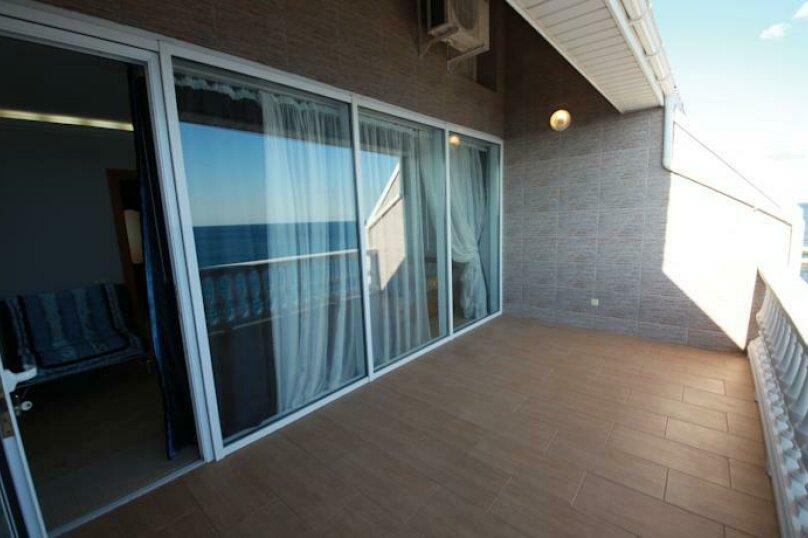 Двухэтажный пентхаус с двумя террасами, в 10 метрах от моря, улица Ленина, 35 на 2 номера - Фотография 13