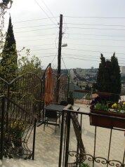 Гостевой дом с открывающейся панорамой на город, горы и море, улица Костычева на 6 номеров - Фотография 3