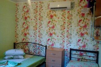 Комната в гостевом дворе у моря для летнего отдыха, Кипарисная улица на 7 номеров - Фотография 3