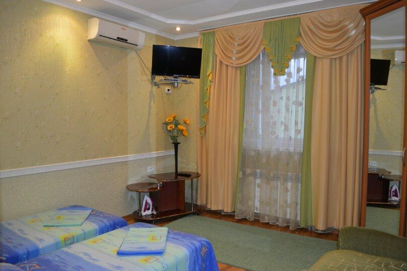 Коттеджы по этажам (1-й и 2-й) с кухнями, улица Федько, 27а, Феодосия - Фотография 1