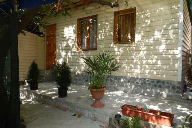 Домик  отдельный   в  тихом  месте, 25 кв.м. на 3 человека, 1 спальня, Щепкина, 1, Алупка - Фотография 1